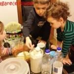 Deca u kuhinji: ludi kolač